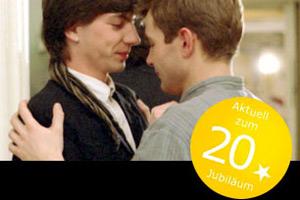 Filmstill COMING OUT, Heiner Carow, Matthias Freihof und Dirk Kummer tanzen zusammen