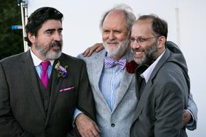 Film LOVE IS STRANGE mit Marisa Tomei und Cheyenne Jackson; Regisseur Ira Sachs und Darsteller Alfred Molina und John Lithgow stehen bei einer Premiere nebeneinander