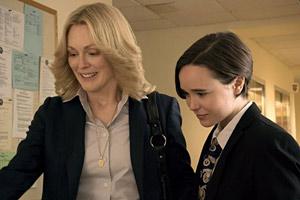 Filmstill Freeheld: Jede Liebe ist gleich, Julianne Moore und Ellen Page