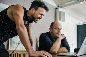 Regisseur und Drehbuchautor Jakob M. Erwa sowie Romanautor Andreas Steinhöfel von DIE MITTE DER WELT