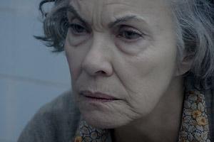 Film Still POOL – PISCINA von Leandro Goddinho; Portrait von Marlene (gespielt von Sandra Dani)