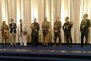 Premieren-Foto STRIKE A POSE am 15.02.2016 im Kino International zur Berlinale; nach der Premieren stehen die Regisseure Ester Gould und die sechs Protagonisten Luis Camacho, Oliver Crumes, Salim