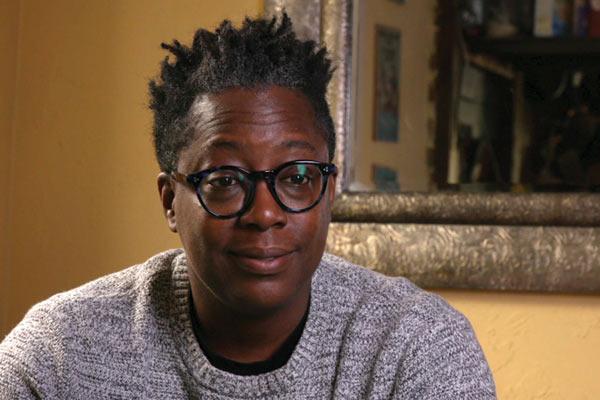 Film Still der lesbischen Doku DYKES, CAMERA, ACTION! von Regisseurin, Produzentin und Editorin Caroline Berler aus USA, 2018; Porträt der afro-amerikanischen Filmemacherin Cheryl Dunye